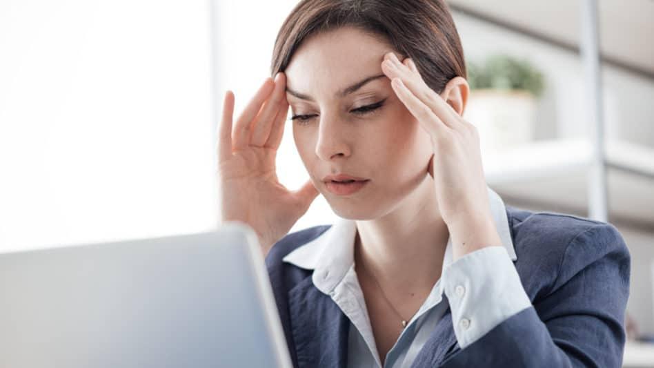 Мигрена – защо поразява предимно дамите
