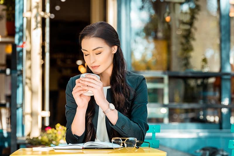 Пристъпи на мигрени – по-чести при злоупотреба с кофеин